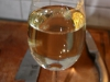 ein Glas Weißwein